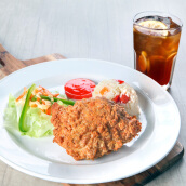 Kenny Rogers ROASTERS (1 Less Oil Chicken + 1 Aromatic Rice or Mashed Potato + 1 Crisp Garden Salad + 1 Iced LemonTea)