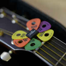 Pick Holder Alice Karet / Tempat Pik Gitar Black Rubber Headstock