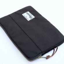 Ninenine Vibrant Black Tablet Sleeve