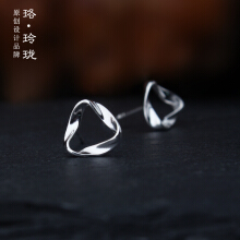 Luo Ling Long Silver curved triangle earrings