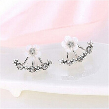 Delicate and Simple Small Daisy Shaped Ear Nail Lady Ornaments