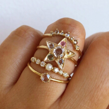 4 PCS New Rings for Women Pearl Crystal Star Finger Knuckles Ring Set