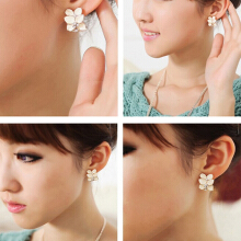 Farfi Women Fashion Luxury Elegant White Gardenia Flower Pattern Stud Earrings