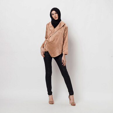 HAZELNUT Cara Warp Sateen Blouse [One Size]